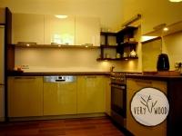 Kuchnia z lakierowanymi frontami MDF i dębowymi wykończeniam1 - very wood