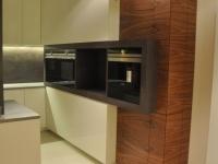 kuchnia lakierowana z dodatkami z forniru