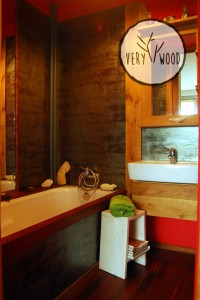 łazienka z drewnianymi wykończeniami1-very wood